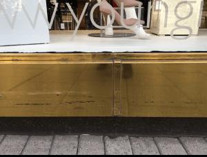 Bronze-clad stall riser