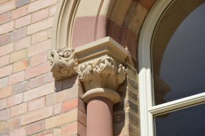 Decorative column capital